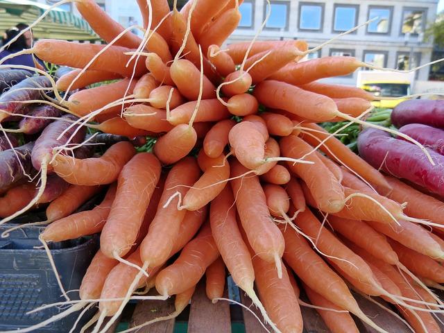 Zanahoria Informacion General Si tu principal preocupación son los pesticidas de la superficie de las zanahorias, deberás pelarlas. frutas