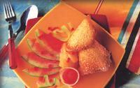 Carpaccio de sandía con crema de limón y zumo helado con crujiente de almendra