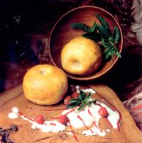 Reineta del Bierzo emplena de castanyes bercianas, embolicada en massapà amb salsa de llimona i coco